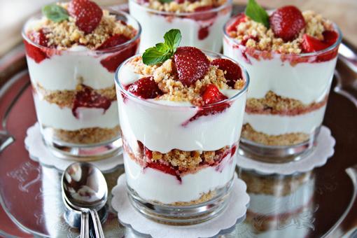 Strawberry Cheesecake Parfaits « Cheesecake « Zoom Yummy – Crochet ...